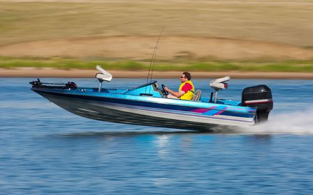 bass boat speeding in lake