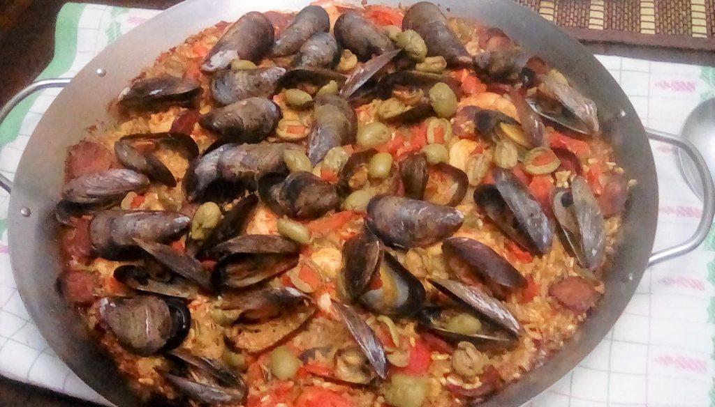 A no nonsense easy seafood paella recipe spanish paella recipe forumfinder Images